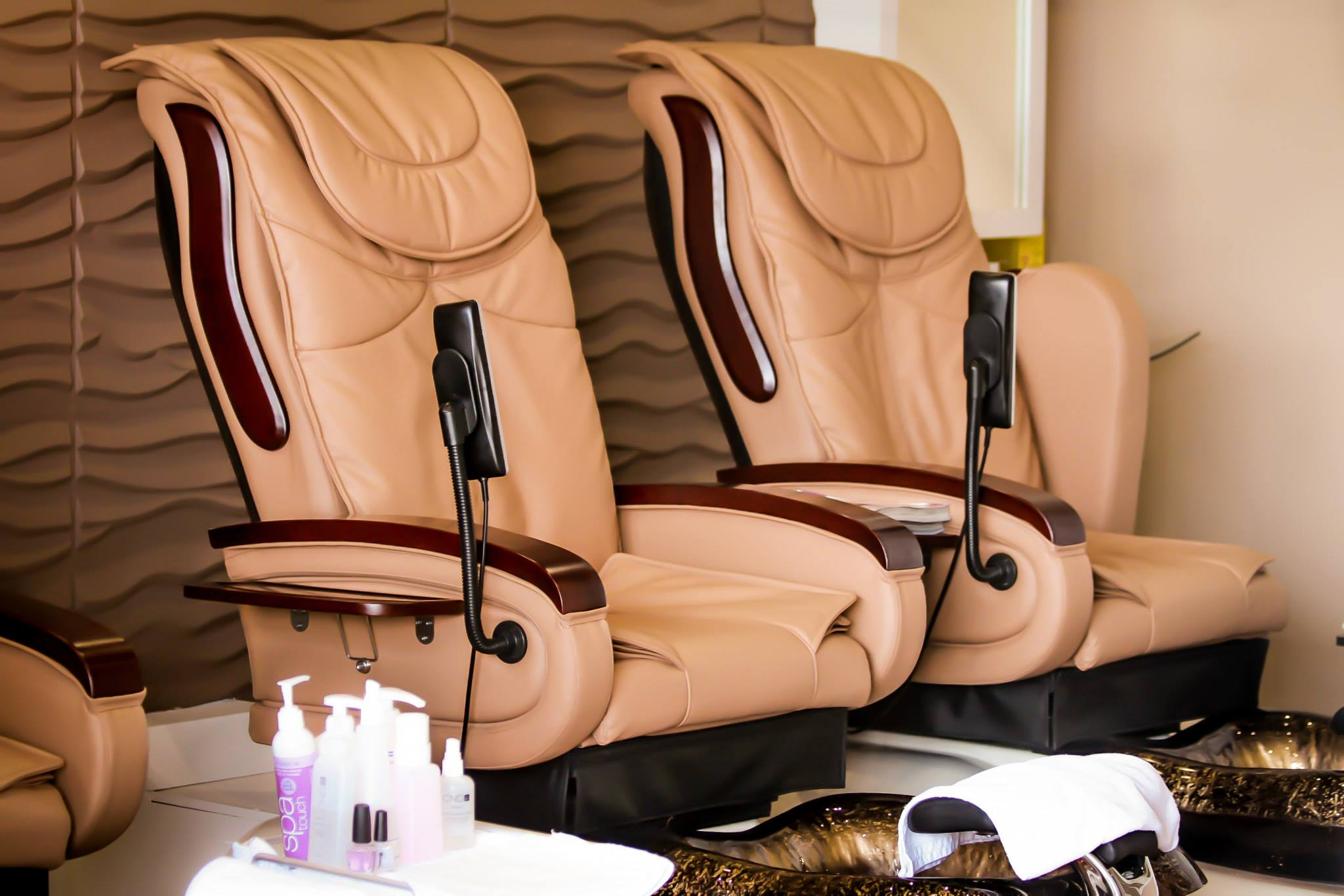 Spring Mist Milton Spa features luxurious state of the art pedicure chairs.